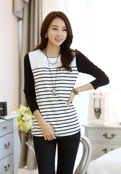 3/4  Sleeved B&W Striped Tee