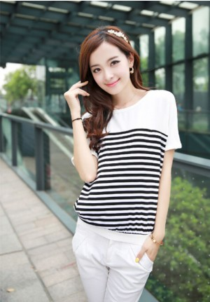Relaxing Horizontal Stripe Tee